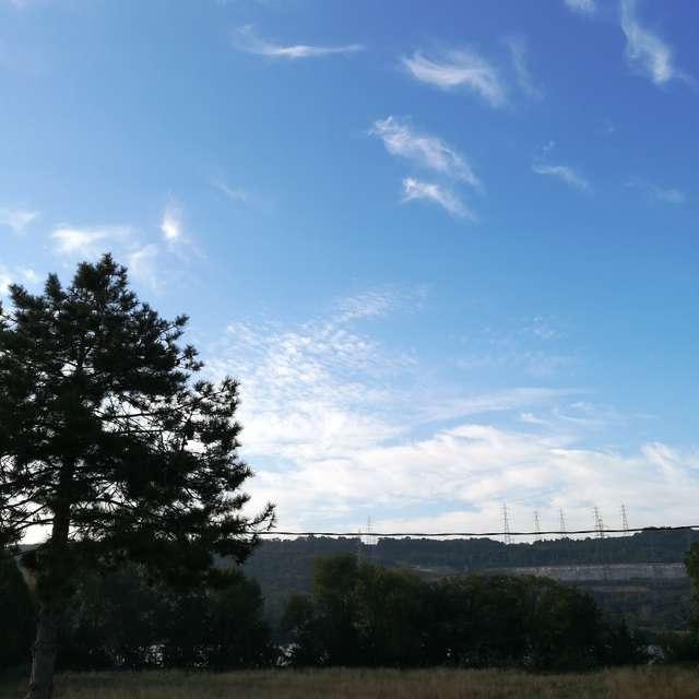 Temps nuageux et frais.