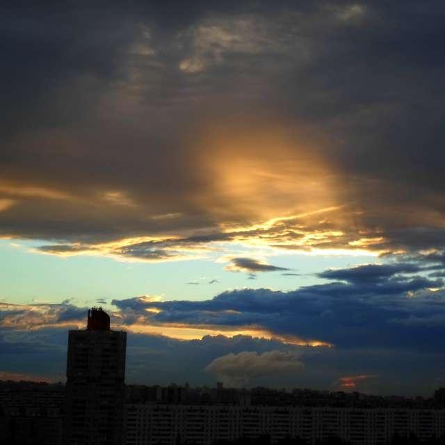 Золотисто-синий закат