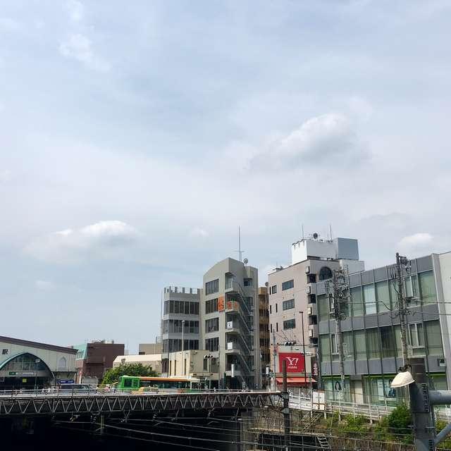 目白駅 曇 iPhoneで撮影