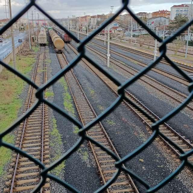 Yağmur Sonrası tren istasyonu