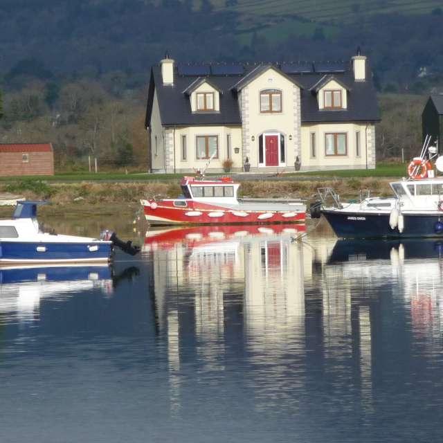 Casa y barcos