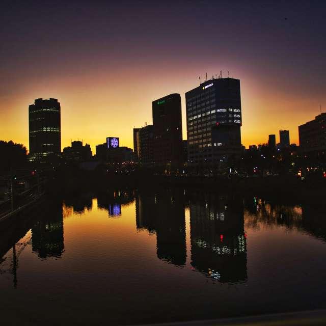 市ヶ谷駅前の夕景