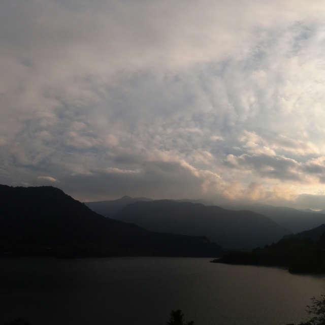 四国中央 法皇湖