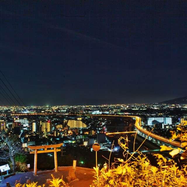 大阪の夜景と鳥居